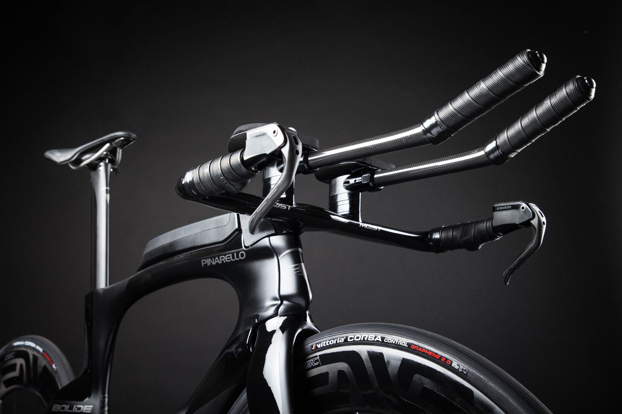 A Blacked Out Pinarello Bolide Gallery aero bars