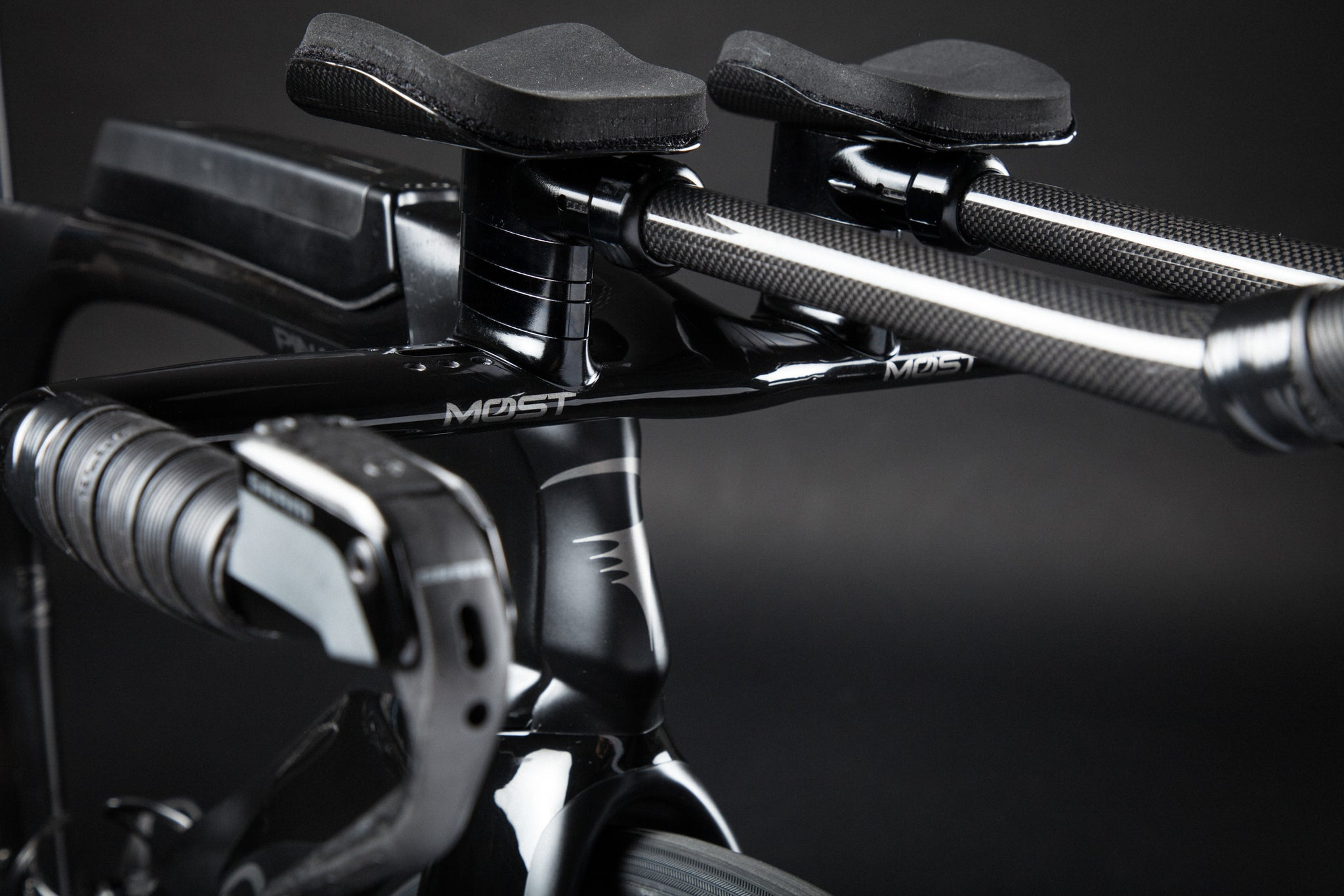 A Blacked Out Pinarello Bolide Gallery aero risers