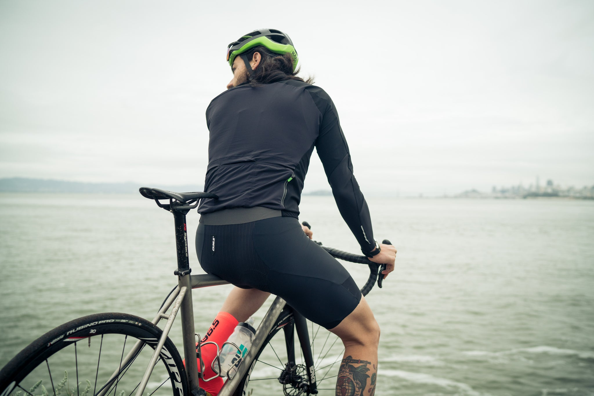 q36.5 gregarious ultra bib short over the bay