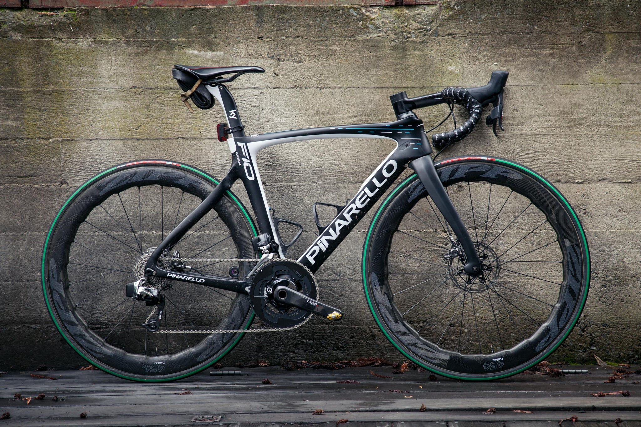 pinarello dogma f10 disc profile view