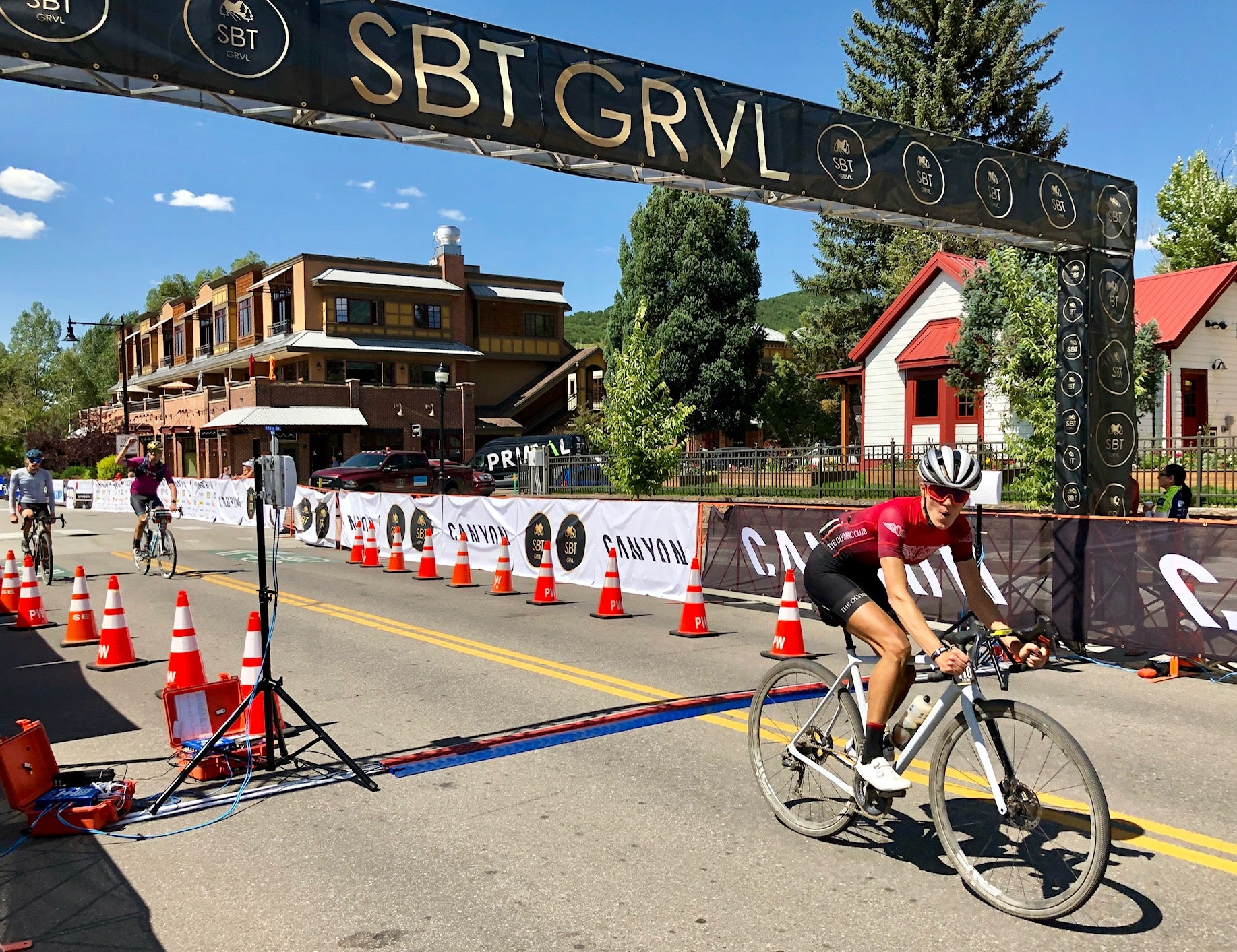 steamboat springs gravel race crossing the line