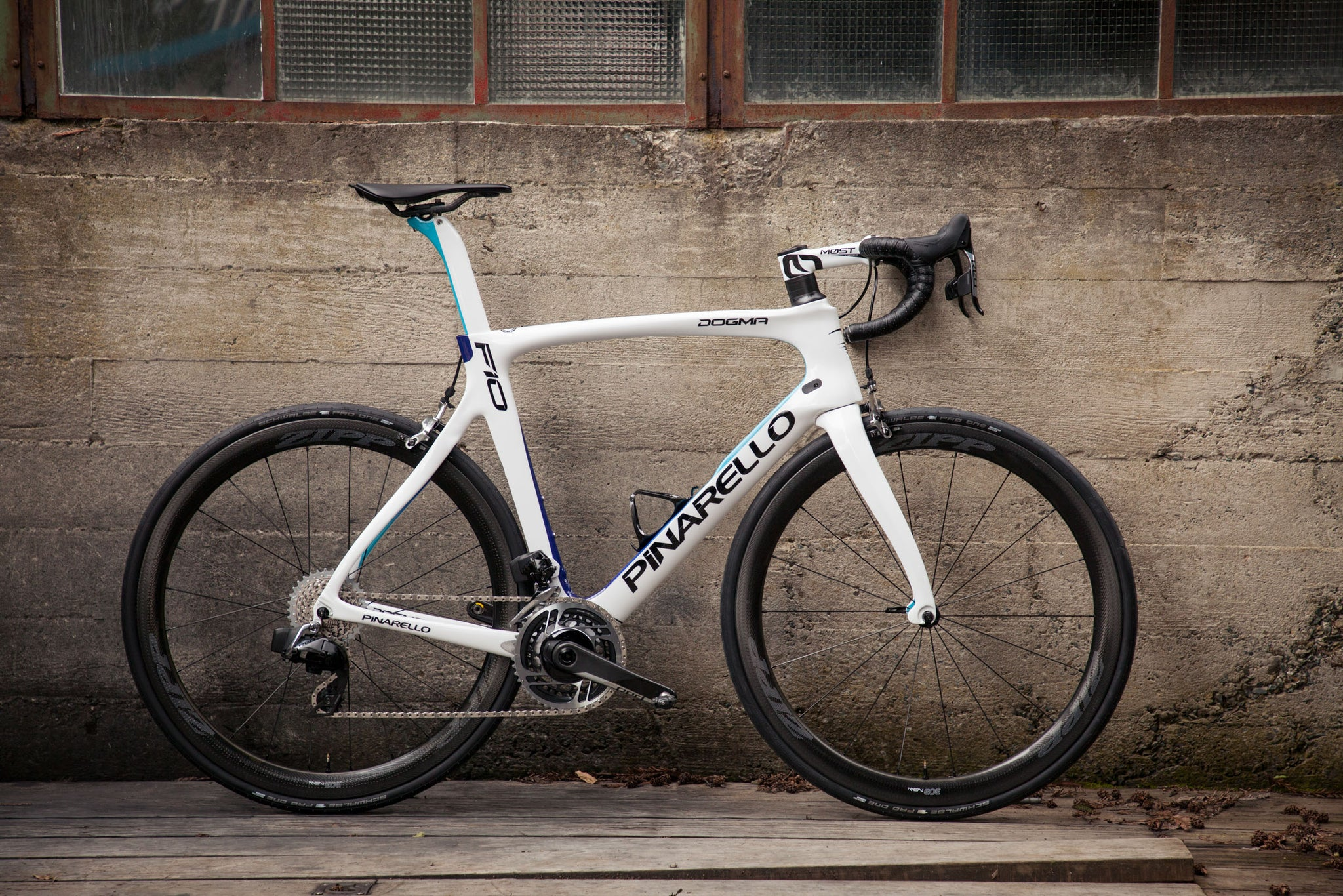 pinarello dogma f10 white blue AXS profile on wall