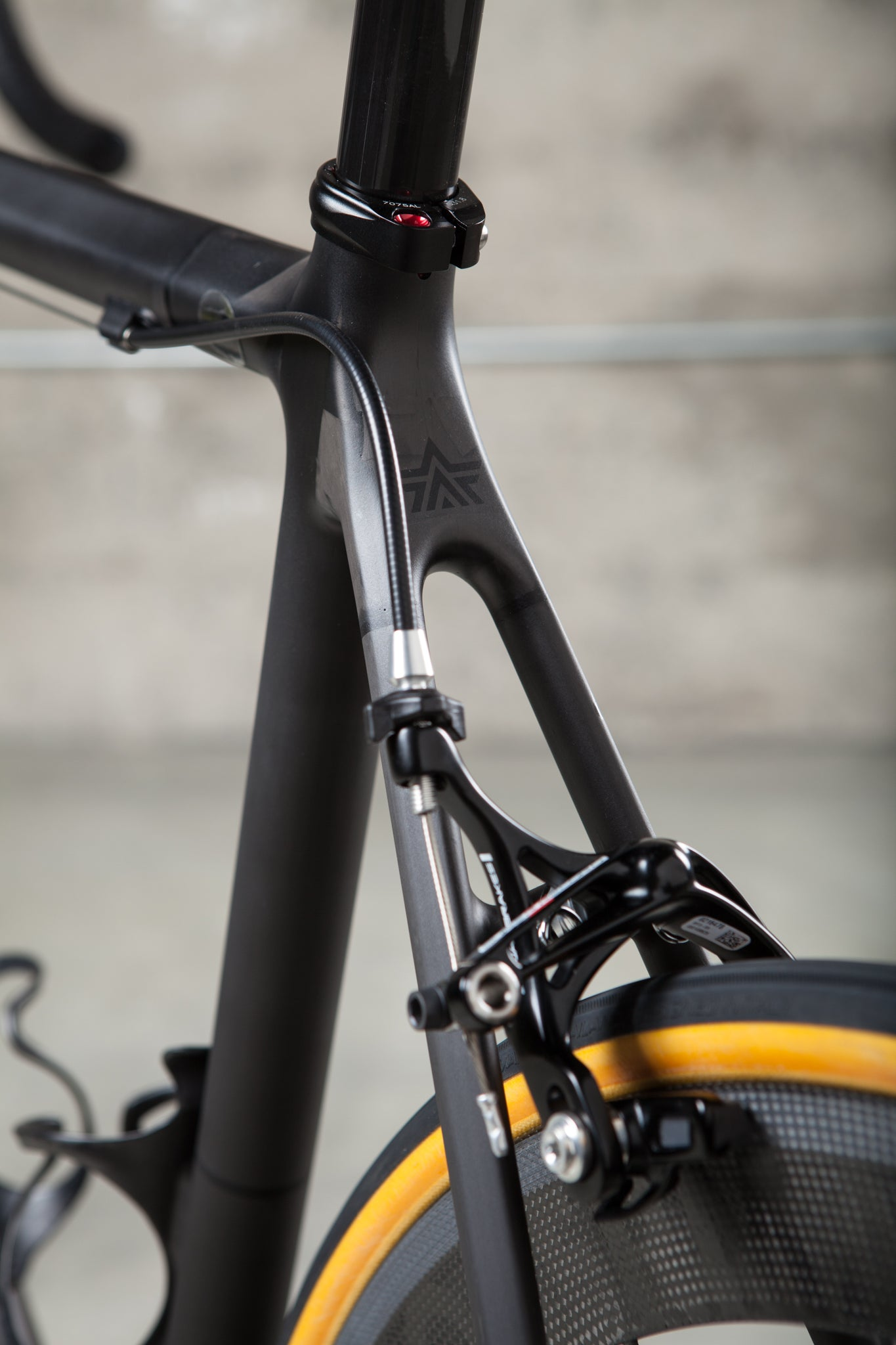 argonaut custom carbon bike seatpost