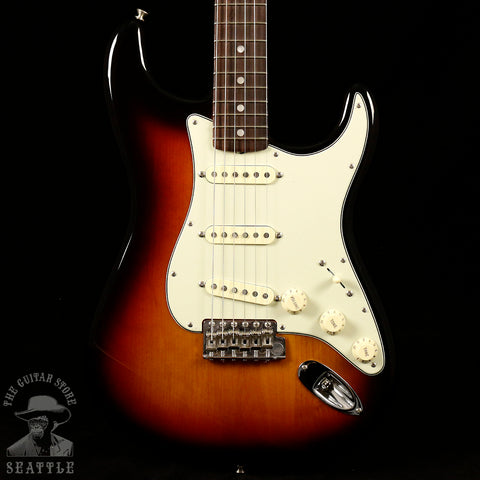 Fender American Original '60s Stratocaster Rosewood Fingerboard 3-Color Sunburst Electric Guitar 0110120800