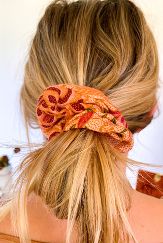 How to make a scrunchie with Sam