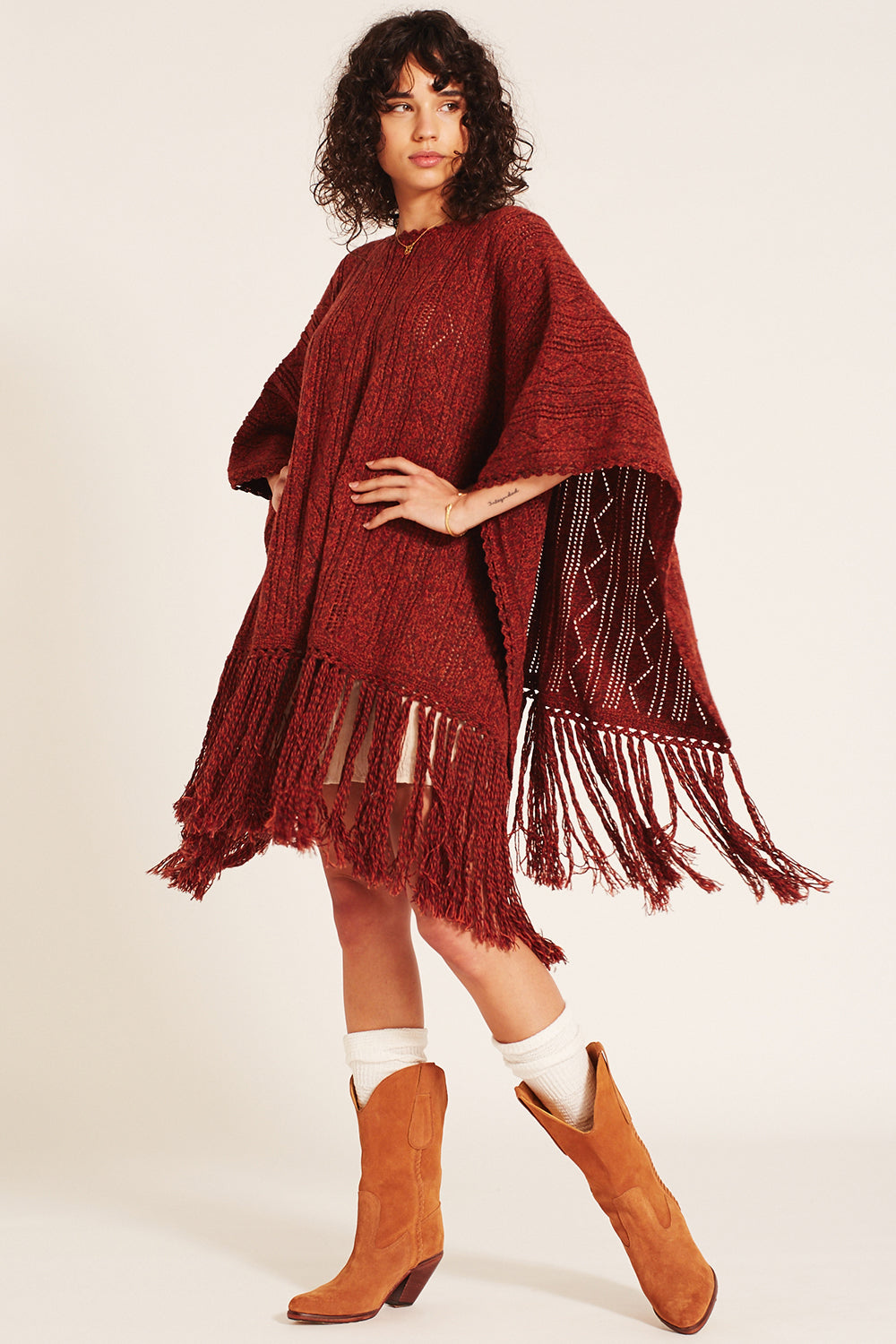Jules Poncho in Maroon