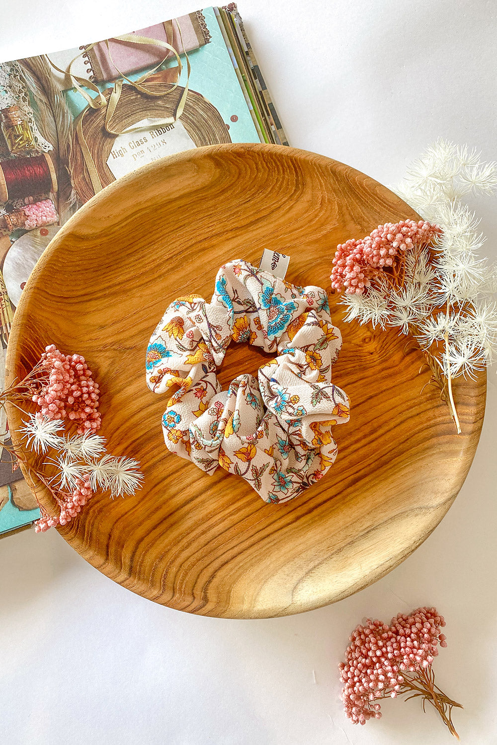 Bijoux Revive Scrunchie in Daisy