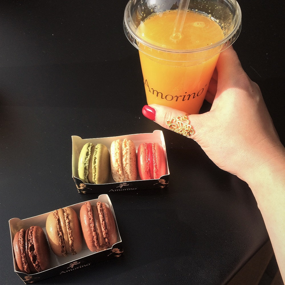 Freshly squeezed orange juice and ice cream macaroons