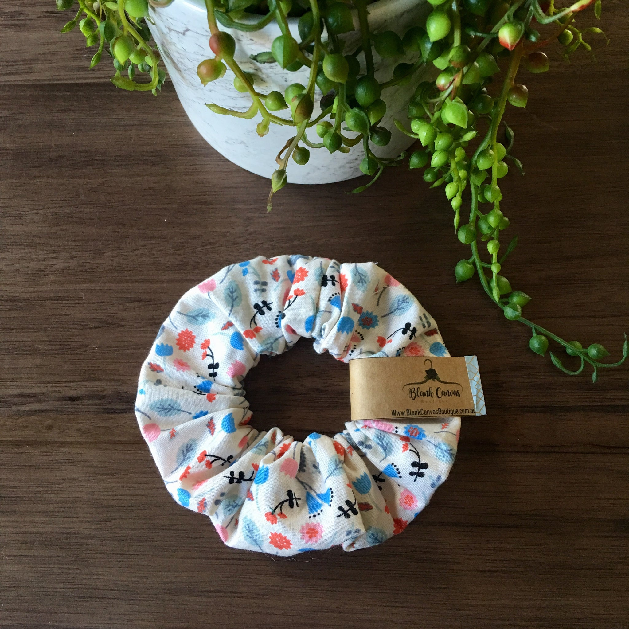 Little Flower Scrunchie- Cream