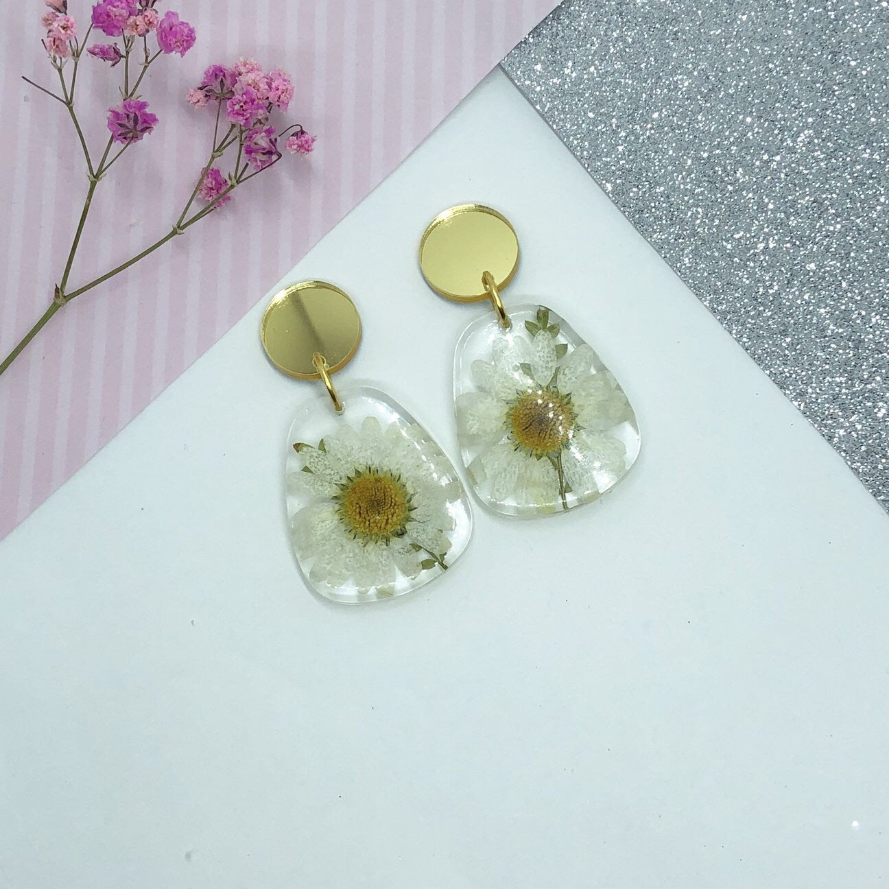 Medium resin dangle, gold top and white daisy Earring