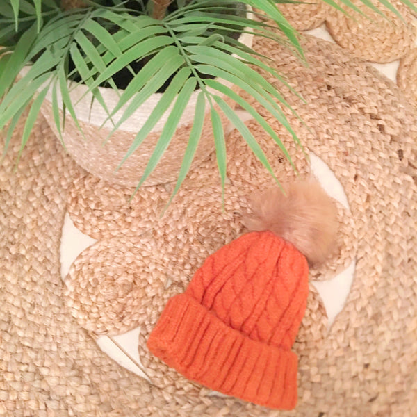 Cable beanie with removable pom- Orange