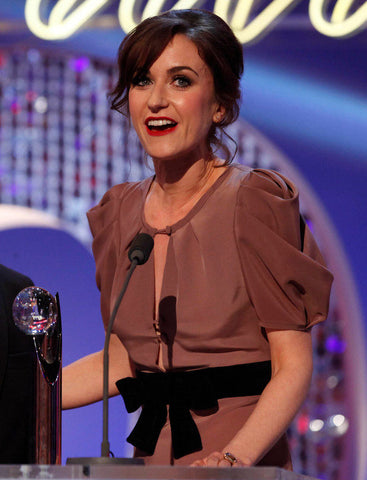 Katherine Kelly accepts award at 2012 Britsh Soap Awards
