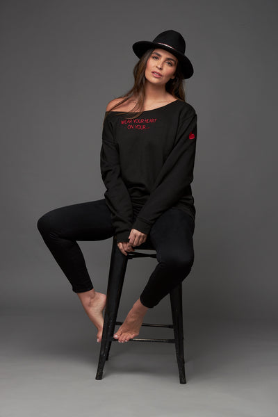 Wear your heart on your....Oversized sweatshirt in black