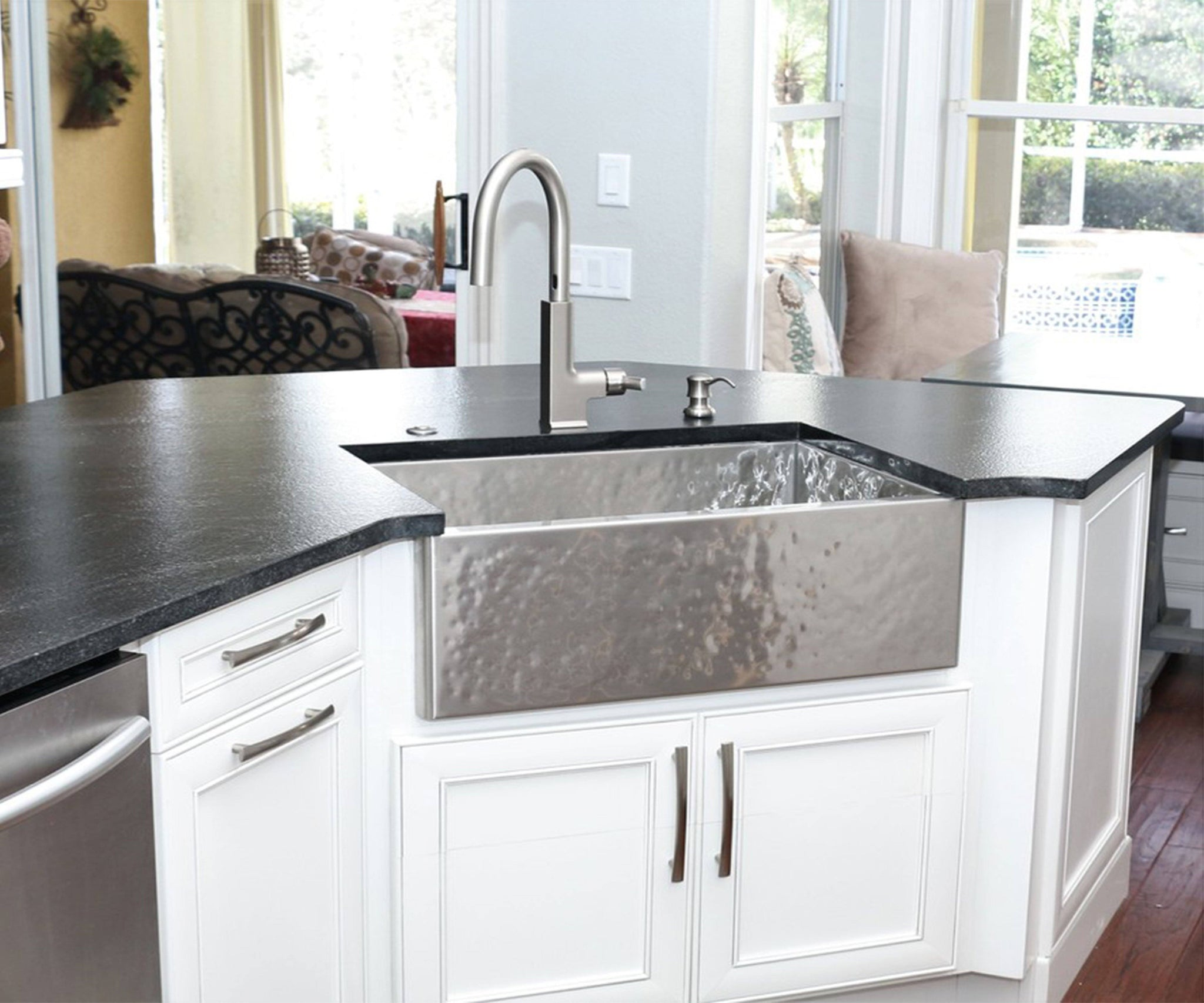 Heritage Farmhouse Sink - Brushed Hammered Stainless