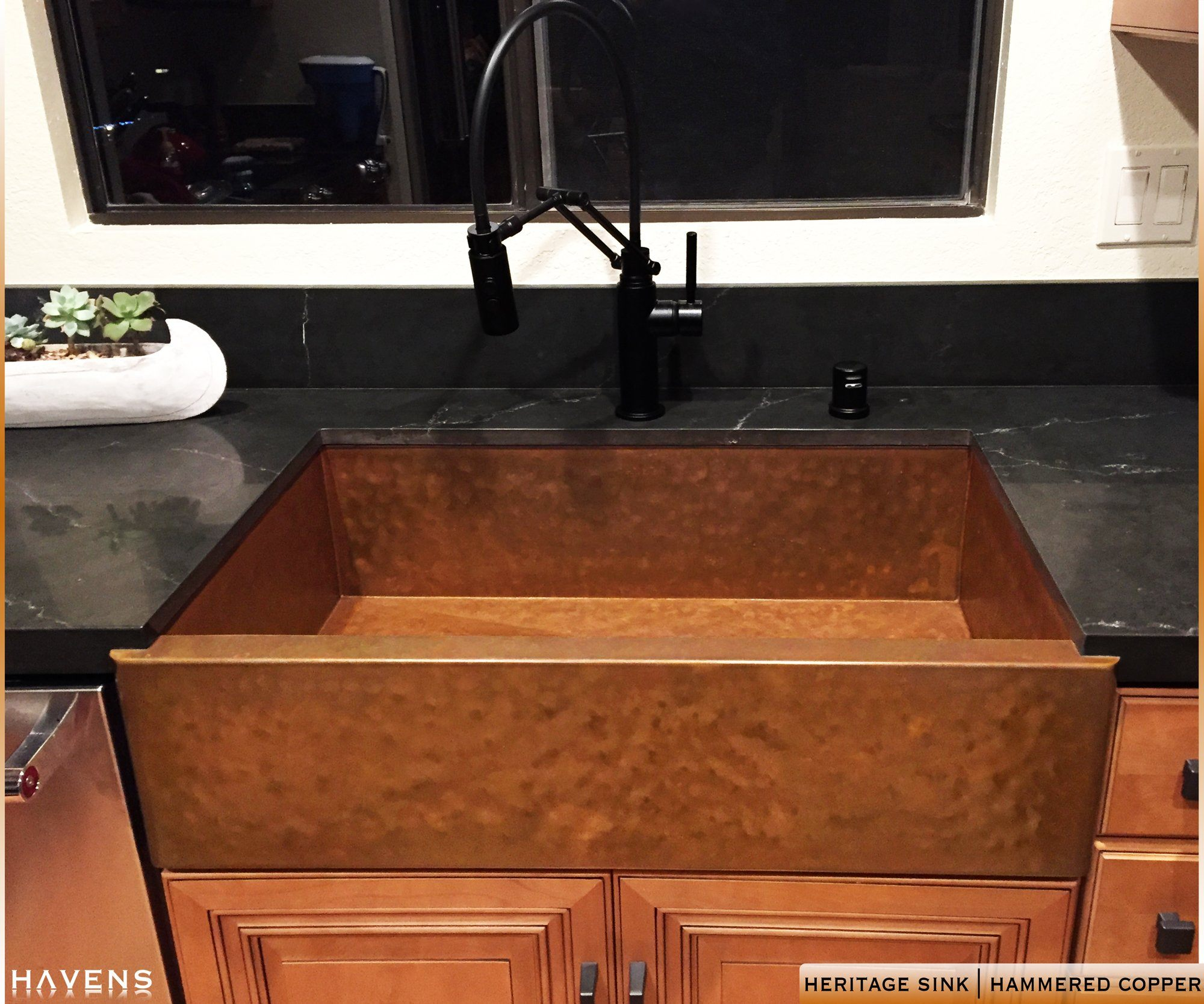 Hammered copper farmhouse sink made in USA from 14 gauge cold rolled 48pz copper. Patina artwork