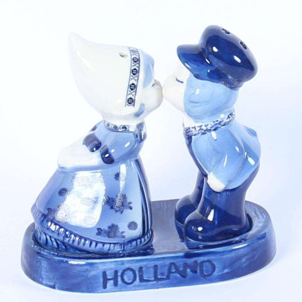 Salt and Pepper Shaker, Dutch Kissing Couple