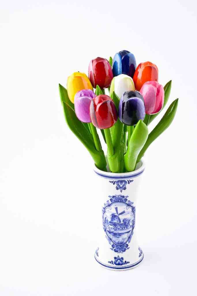 Vase With 9 Small Tulips Woodenshoefactory Marken