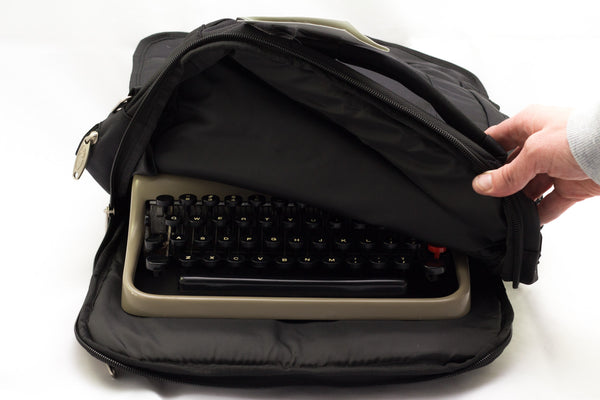 Olivetti Lettera 22 Portable Typewriter (Brown)
