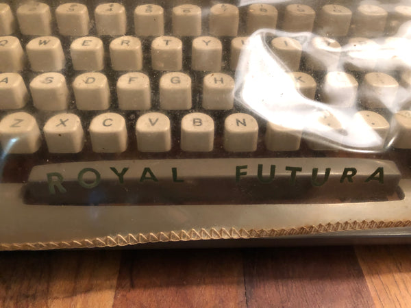 *Refurbished Royal Futura 800 Manual Typewriter - Gray