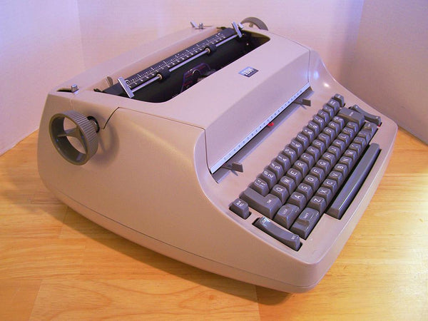*Refurbished IBM Selectric I Typewriter with Warranty in Sandstone Beige