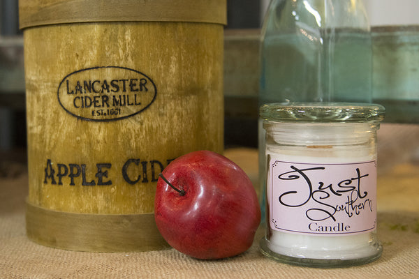 High quality Candle, hand crafted with a southern apple scent