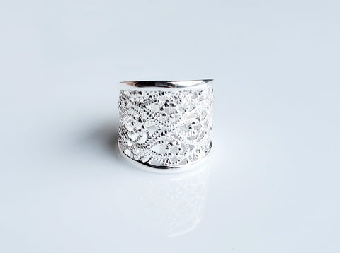 Luxurious Lace Ring