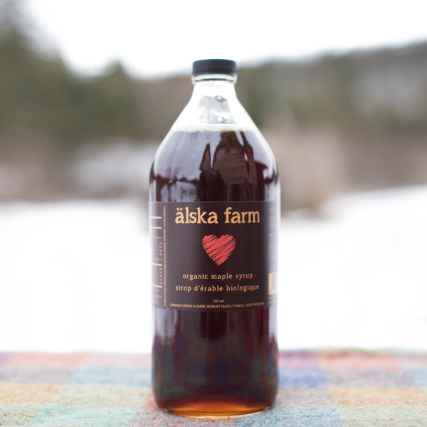 Dark organic maple syrup
