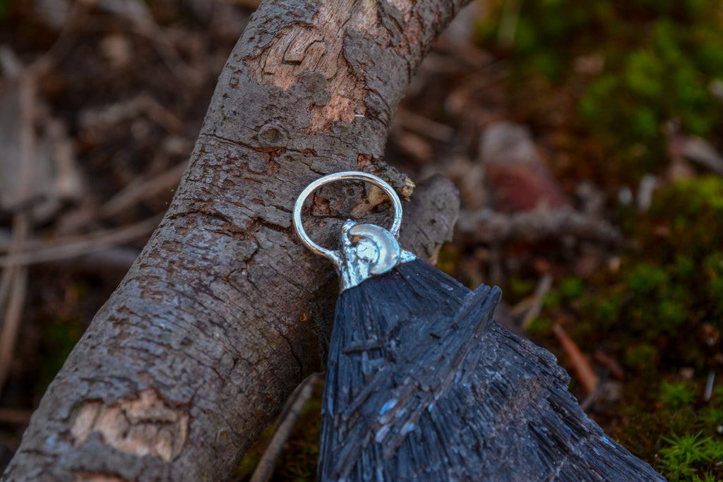 Black & Blue Kyanite Pendant - Wild Witchery