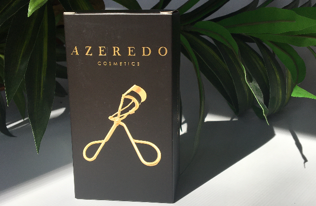 Get the perfect curl with the light weight Azeredo Cosmetics Eyelashes Curler.  Enhancing the length of your natural lashes.