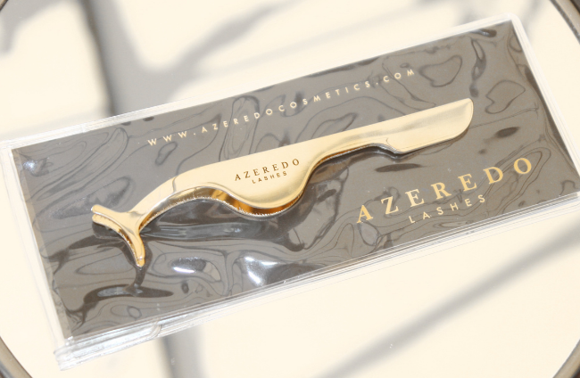 Azeredo lash applicator is a beauty tool must have. It is safer to use then Tweezers and give you a perfect lash application every time.