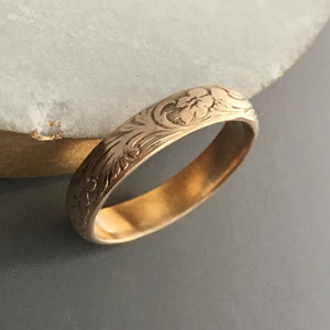 flower and leaf pattern design on 14k gold band