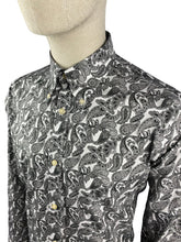 Load image into Gallery viewer, Ska & Soul Spear-point Paisley Button-Down Grey