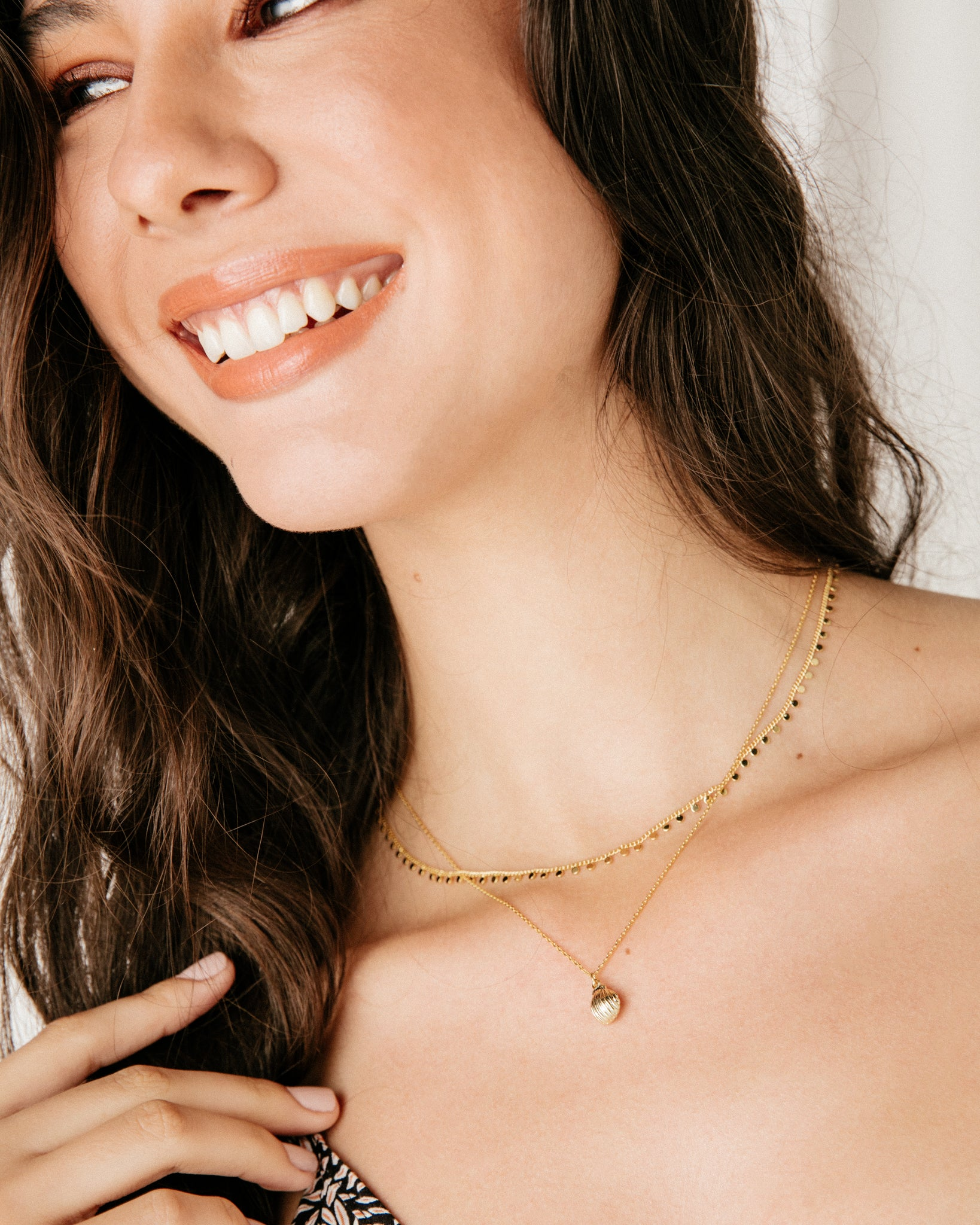Dangling Shell Layered Necklace