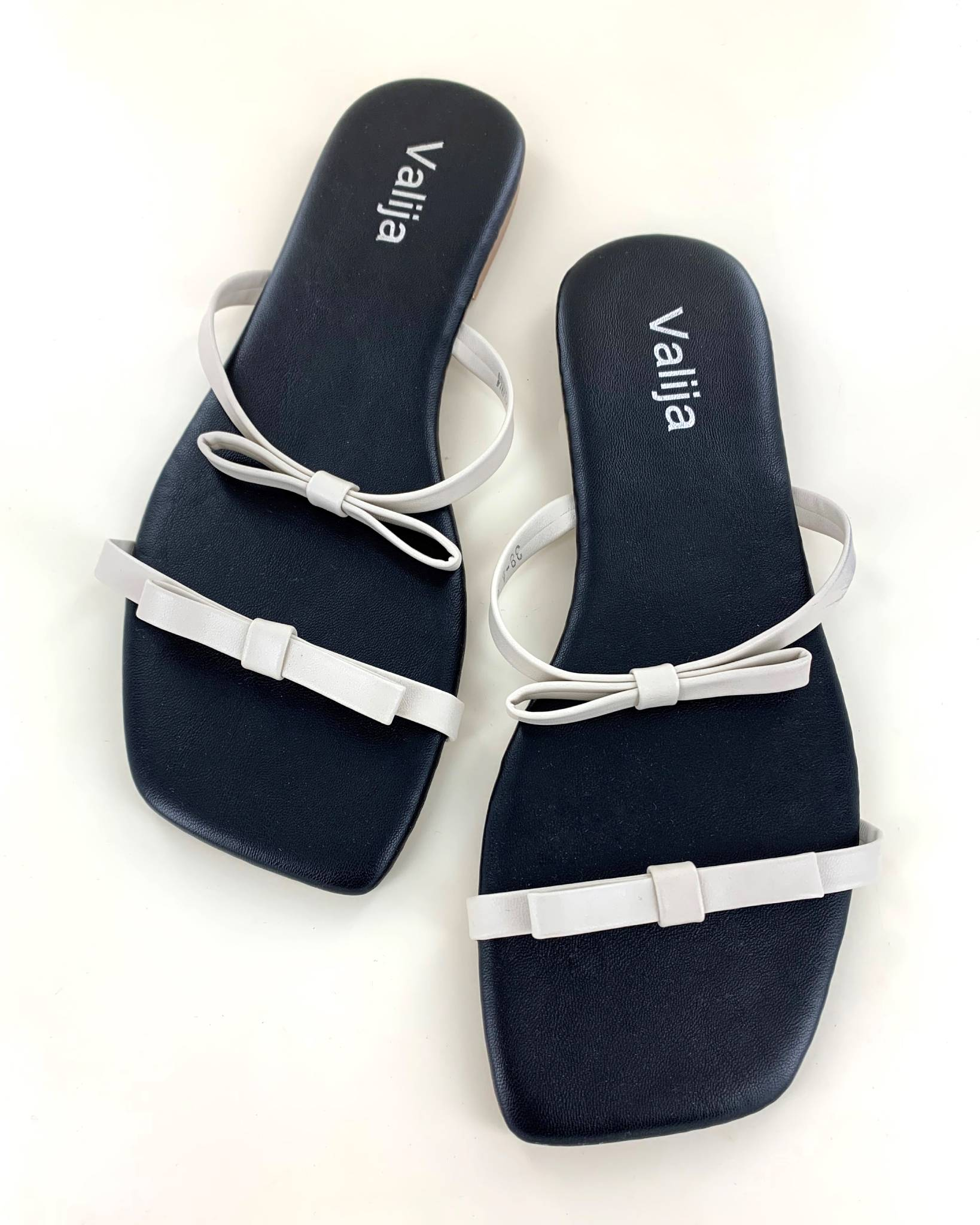 Simple Bows Sandal