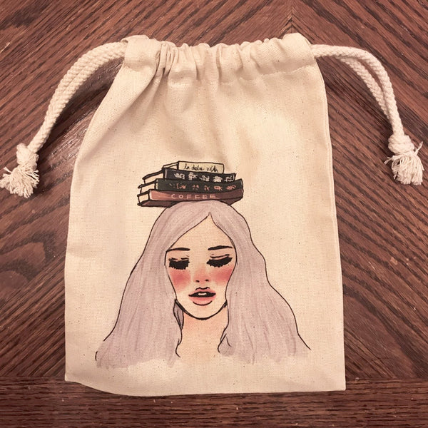 La Dolce Vita Library Girl Canvas Pouch | 甜蜜生活 圖書館女孩束口袋