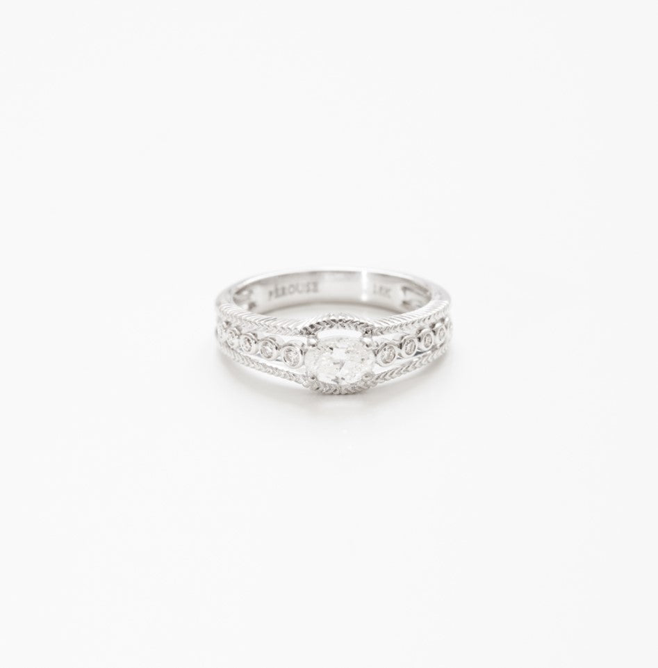 Bague diamant ovale en or blanc