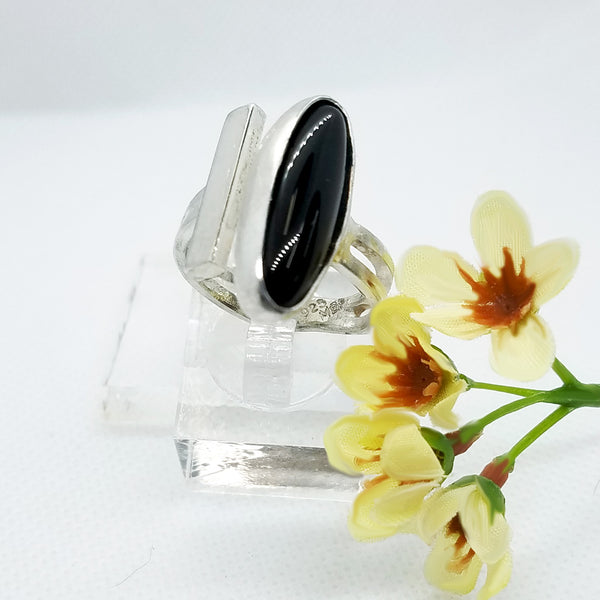 Sleek Onyx Ring