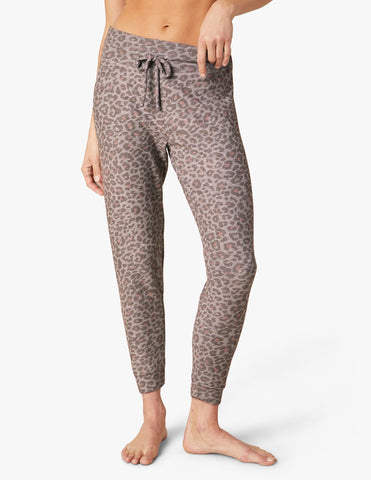 Beyond Yoga Jogger | Chai Cocoa Brown Leopard
