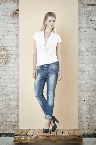 NORDENFELDT Jeans Bowery mid blue, Top Sophie white