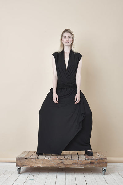 NORDENFELDT Ellen, long maxi dress with adjustable belt and crossed V-neck in black