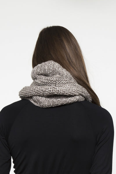 NORDENFELDT Cushy, knitted loop scarf in taupe, 100% Wool