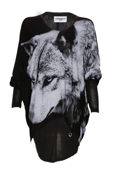 NORDENFELDT Nude Vic Wolf, triangle top in black with wolf print, with 3/4 sleeves and longer back hemline, loose fit, worn by Tarja Turunen