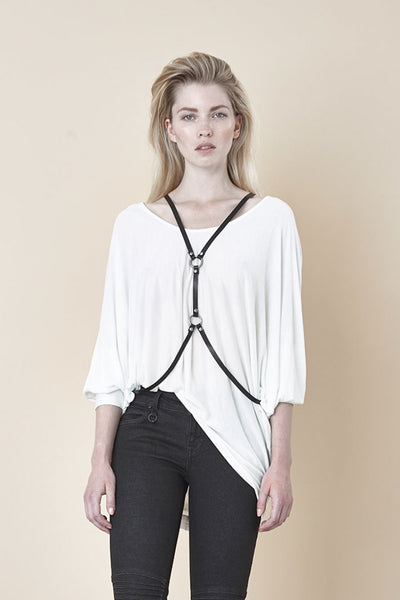 NORDENFELDT Nude Vic, triangle top in white with 3/4 sleeves and longer back hemline, loose fit