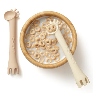 silicone 2-1 fork & spoon set giraffe ivory and oatmeal colors
