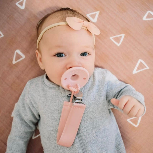Ali+Oli Pacifier Set (Soft Pink & White)