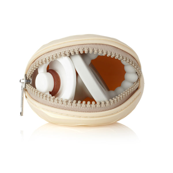 Pacifier case with zipper