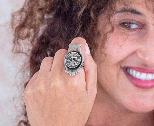 Coin ring with the Taurus coin medallion on owl