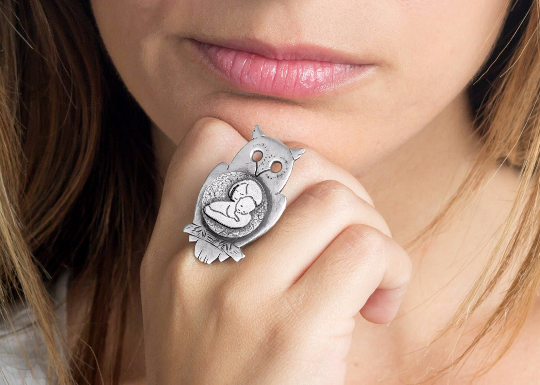 Coin ring with the Mother and Child coin medallion on owl mother jewelry Noa Tam