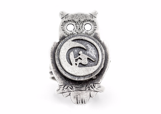 Coin ring with the Surfer coin medallion on owl surfer ring