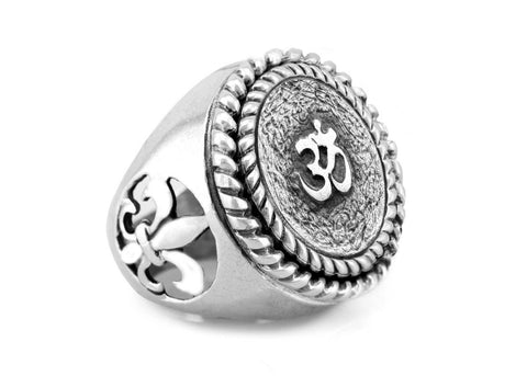 Om Mantra Ring: The Om symbol with fleur de lis symbol on ring